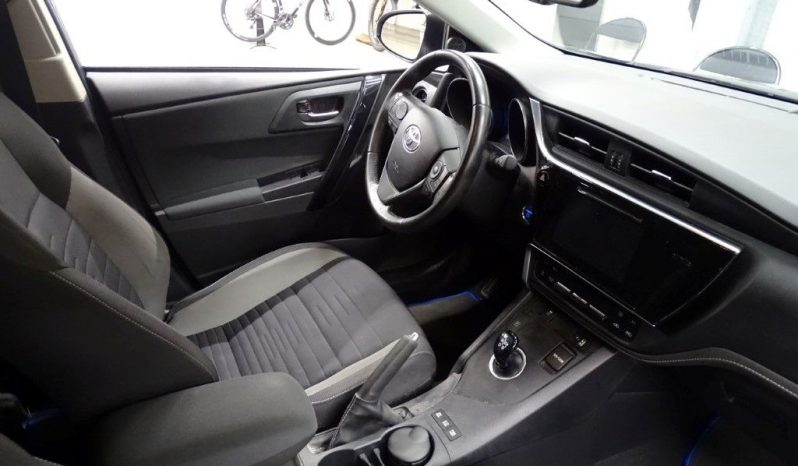 TOYOTA – AURIS TOURING SPORTS – HSD 136H BUSINESS – 14190 Euros complet